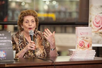 Noite de autógrafos com Zibia Gasparetto