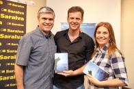 Noite de autógrafos com Eduardo Moreira